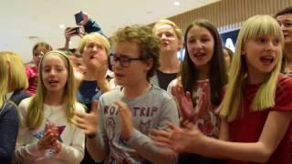 Świąteczny flashmob w Centrum Riviera
