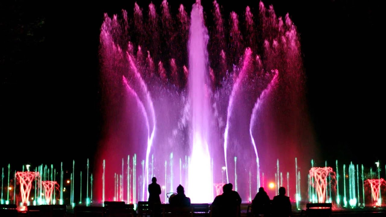 AWESOME WATER FOUNTAIN SHOW with music - Budapest, Hungary