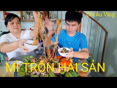 Cách làm món Mì trộn hải sản siêu to siêu ngon   Chi Âu Vlog _ Mixed seafood noodles