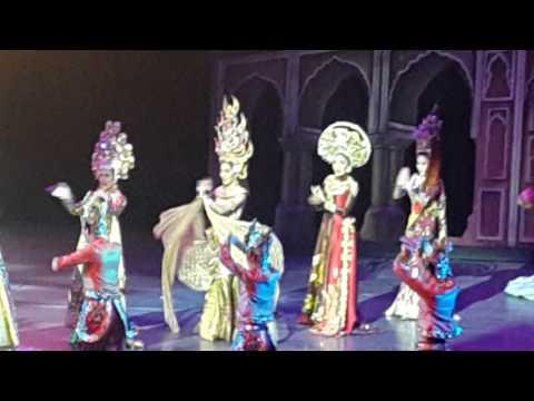 Show Pede Thái (Pataya Show) - Quốc phục Asian