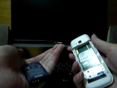 如何取出Nokia 6730 classic的電池