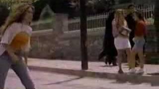 """La Acera De Enfrente (Escena de la pelicula """"Zapatos Viejos"""") - Gloria Trevi"""
