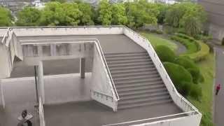 要塞のような外観から映画「図書館戦争」では、小田原・情報歴史図書館...