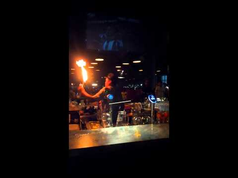 Kirkos bartender juggling show