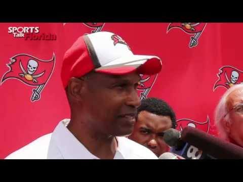 Leslie Frazier LOVES New Bucs DT Clinton McDonald