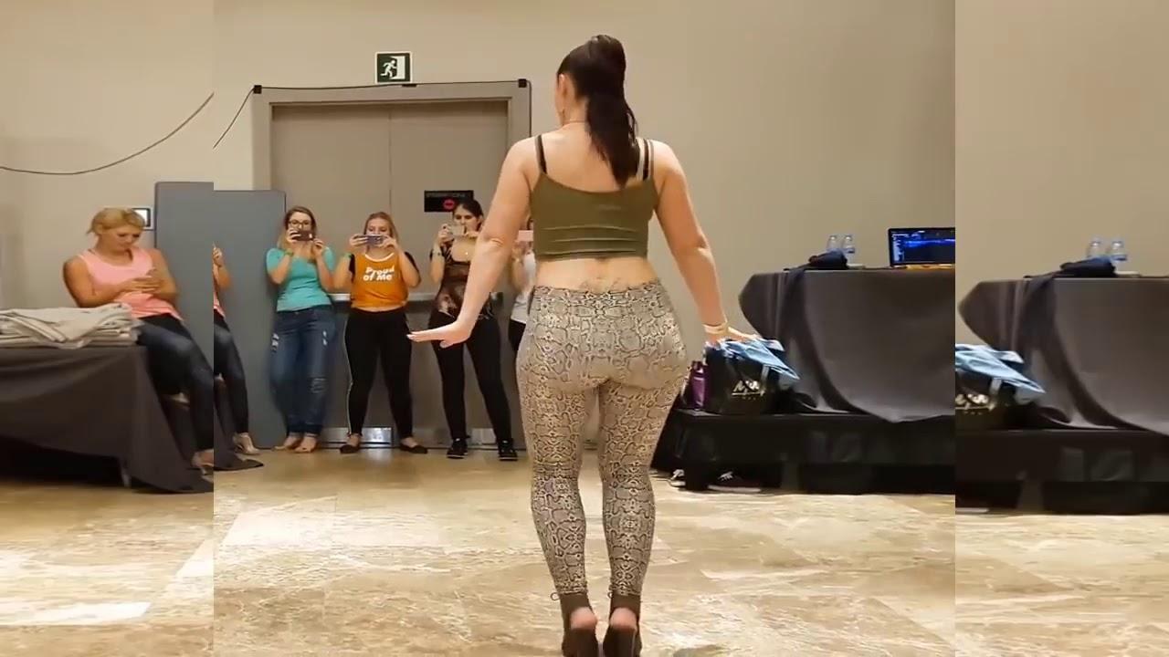 Как танцует жопам видео, эротичные точки на спине мужчины