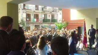 Casola, scuola intitolata a Iozzino, una alunna canta Fratelli d