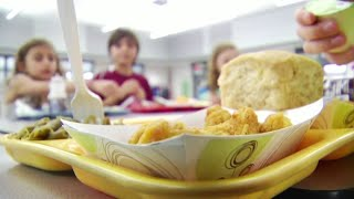 Food stamp changes coขld impact hundreds of thousands of students