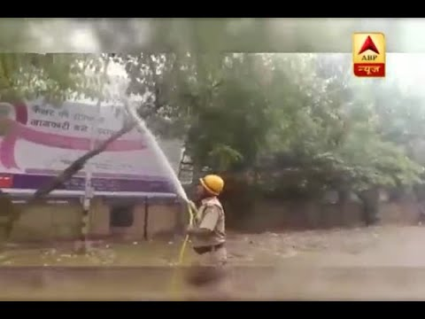 Smog in Delhi: Water being sprinkled to reduce the effect