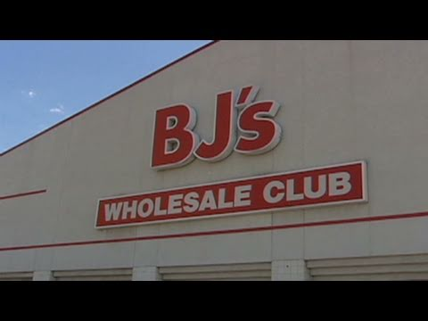 Investors stock up on wholesale clubs