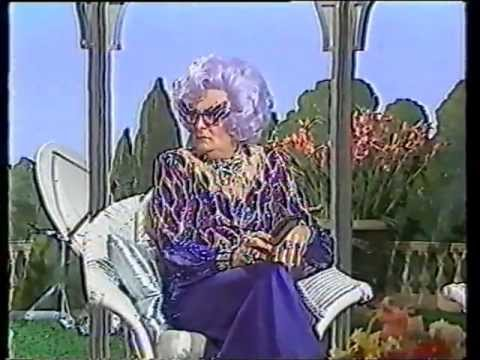 The Dame Edna Experience (1989) (01)
