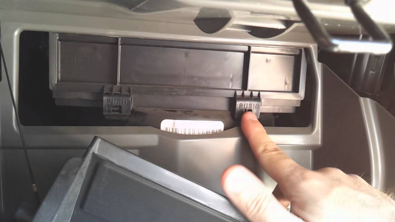 Cabin air filter replacement on a 2006 Nissan Altima - YouTube