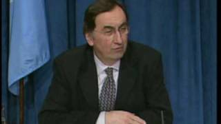 Top UN Climate Change official, Yvo De Boer, will stay onboard in his current position until 1 July