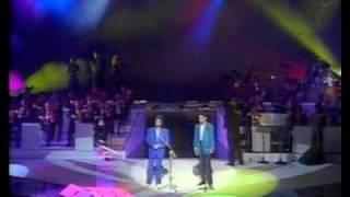 Roberto Carlos e Chico Buarque - O Que Será ( À Flor Da Pele).m4v