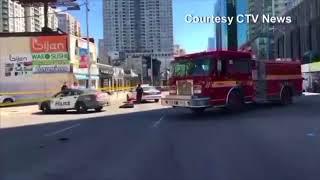 Khung cảnh hoan tàn tại hiện trường vụ lao xe ở Toronto