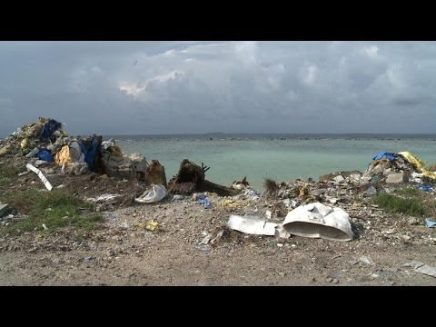 'Toxic bomb' ticks on Maldives rubbish island