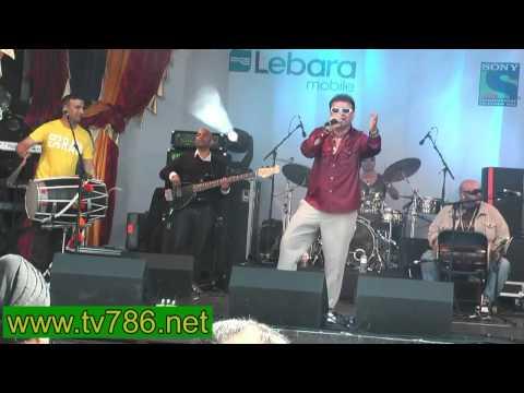 Nachdi Di Gooth Khulgaye Bhangra song by Premi Johal at Trafalgar Sq London