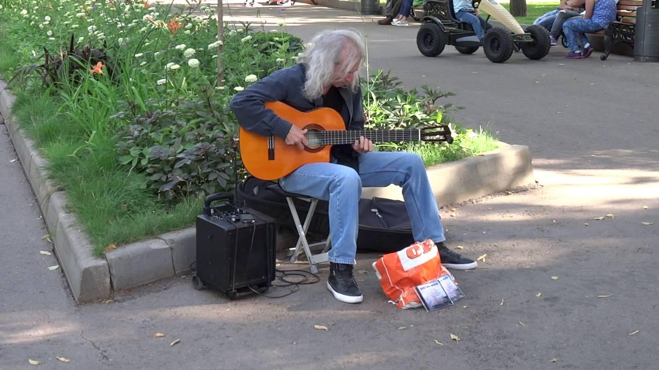 Как же классно он играет!!! Уличный музыкант гитарист