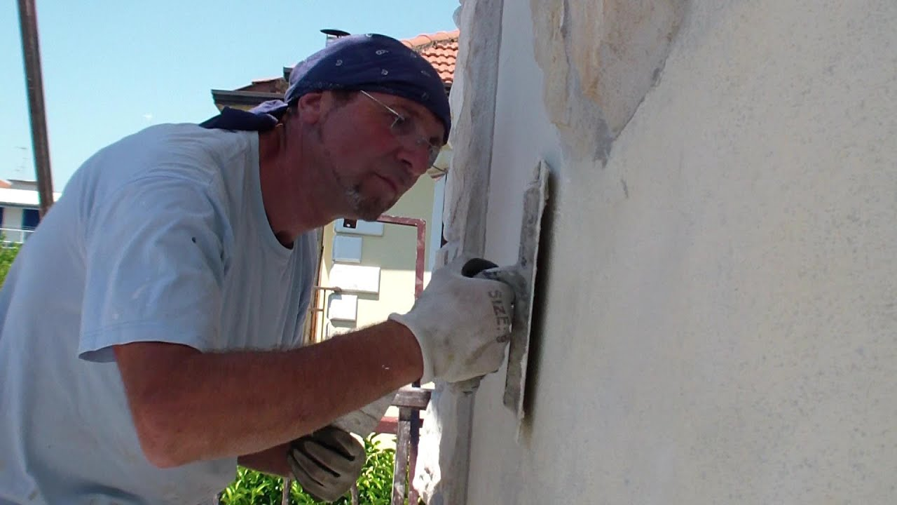 Come rasare un muro esterno di una casa how to apply the stucco on an external wall youtube - Come decorare i muri di casa ...