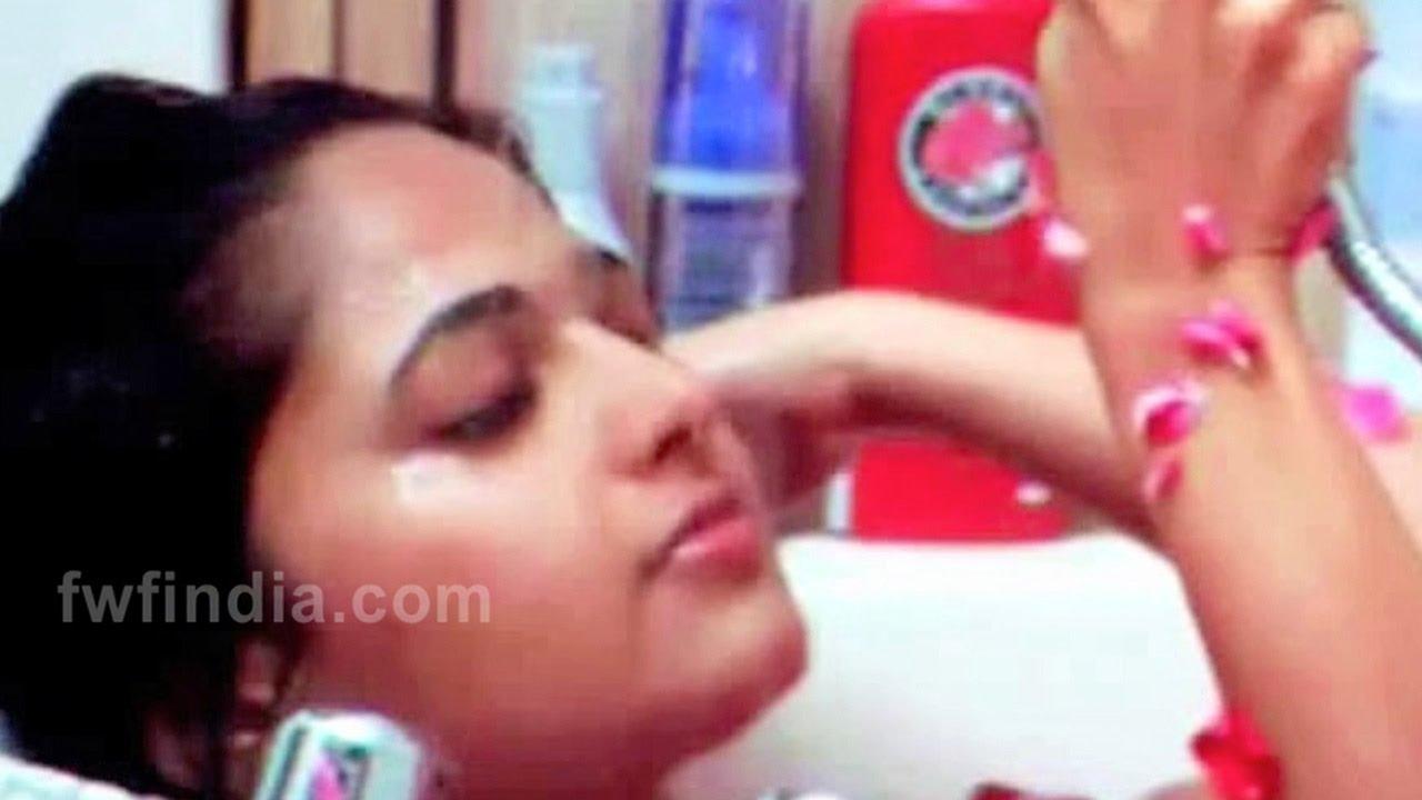 Anushka shetty s leaked bathroom mms went viral on social for Leaked bathroom photos