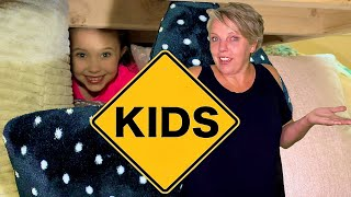 Hide and Seek in the House with Mommy and Sign Post Kids!