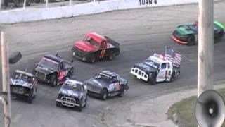 Worst Figure 8 Crash @ Slinger Super Speedway Ever!!!!! 9/11/2011