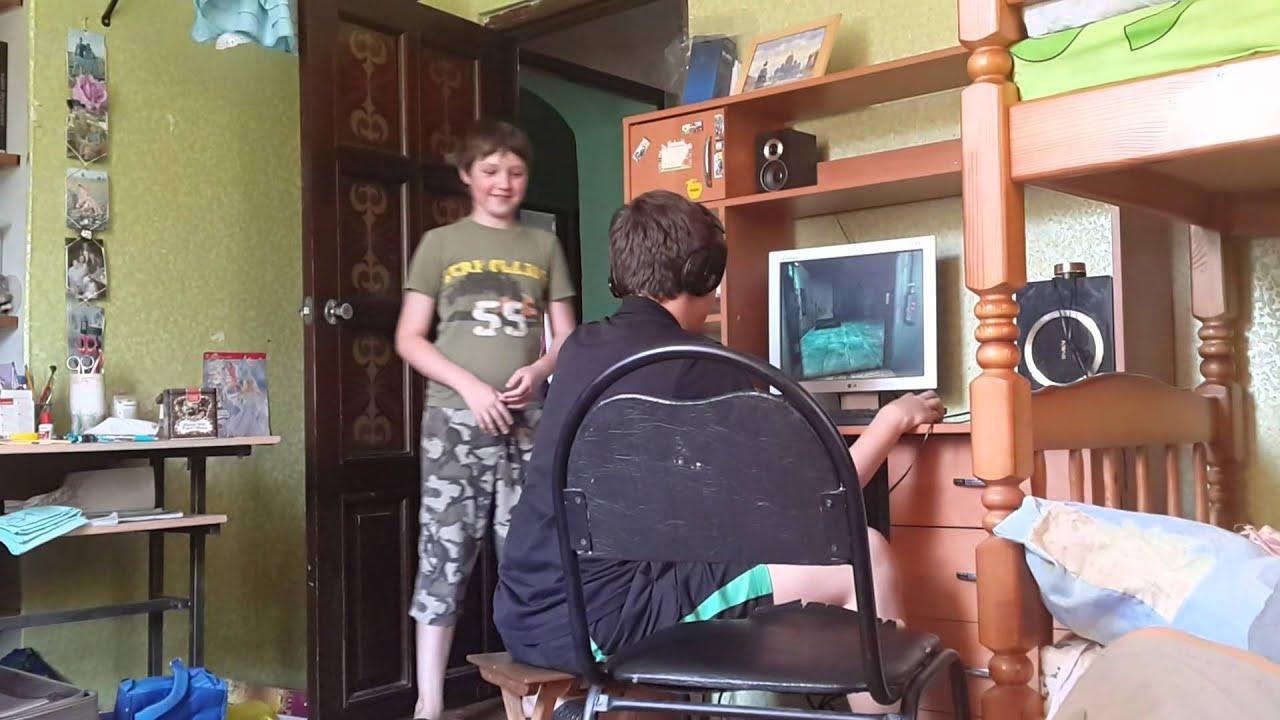 brat-trahnul-starshuyu-sestru-video