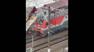 В Сочи крыша улетела в поезд