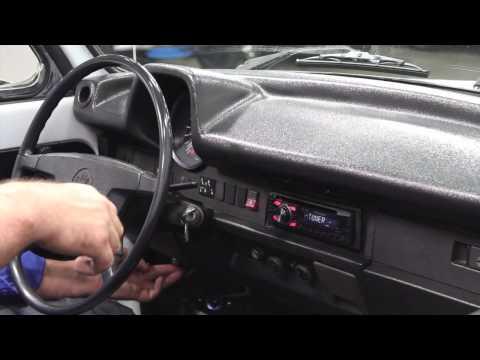 2527 CHA 1975 VW Super Beetle