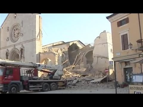 Italy Hit by Powerful Earthquake