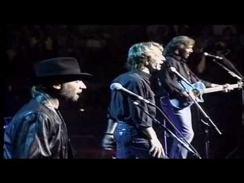 Resultado de imagen de Show de Bee Gees - The Very Best Of The Bee Gees (Full Show)
