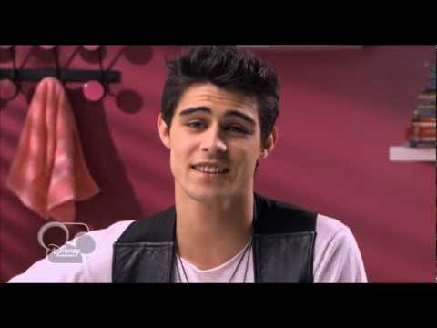 Violetta - Clip officiel Entre Tu y Yo - EXCLU Disney Channel