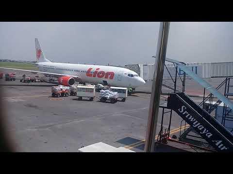 Naik Bus Airport Juanda Menuju Pesawat Lion Air Surabaya-Bandung, 17 April 2018, Sayang  School Sby