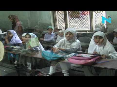 नोएडाः मदरसे...