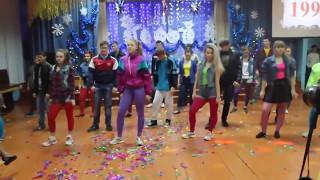 Скачать Крутой танец в стиле 90 х