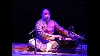 Aa chandni bhi- Shishir Parkhie in a live Ghazal concert; Poet-Dr. Bashir Badr.