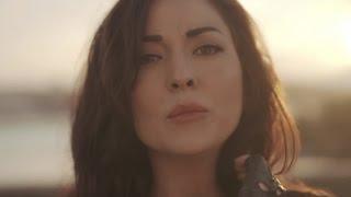Nil Özalp Ft. Serdar Ortaç - Kal Aklımda (Official Video)
