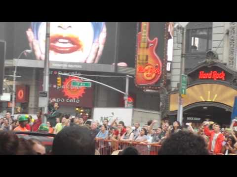 Exclusive: Lady Gaga- Applause at Times Square GMA
