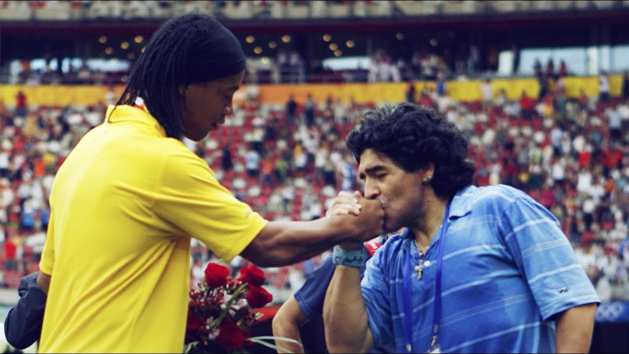 La muestra de apoyo de Maradona para Ronaldinho | ECUAGOL