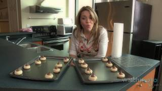 Recipe: Peanut Butter Blossoms By Hershey's