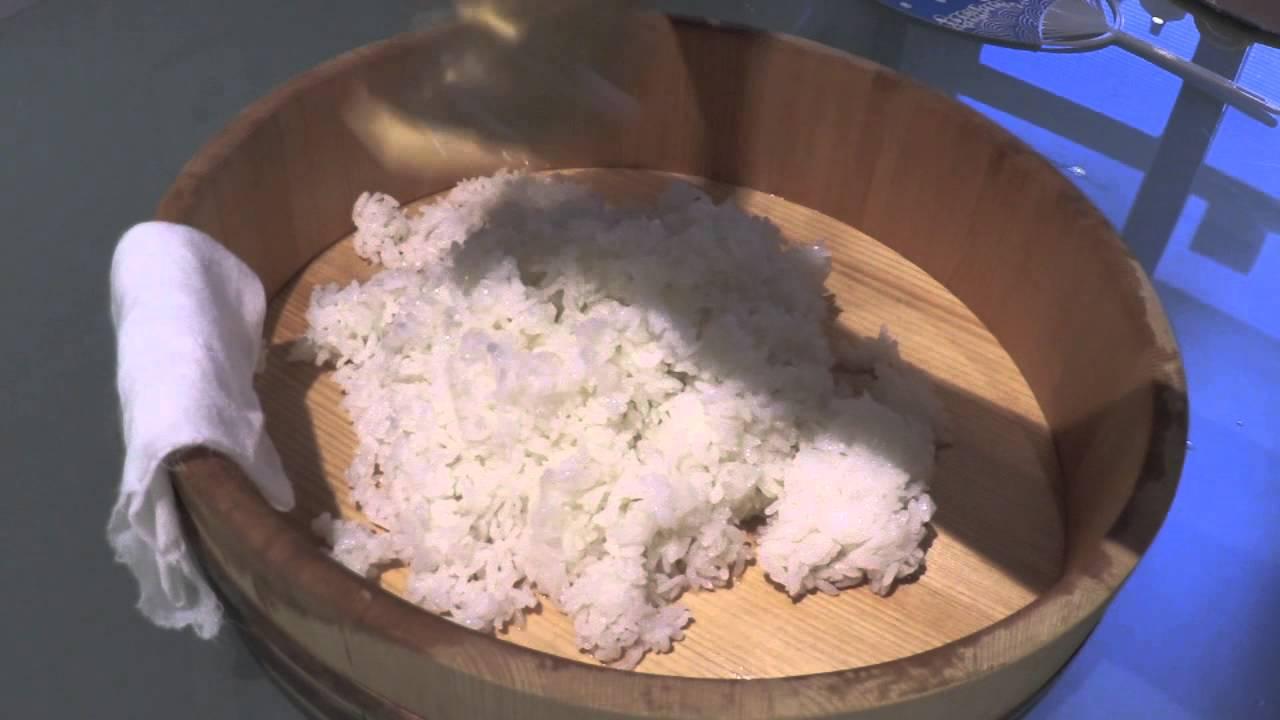 C mo preparar arroz para sushi youtube for Como hacer arroz para sushi