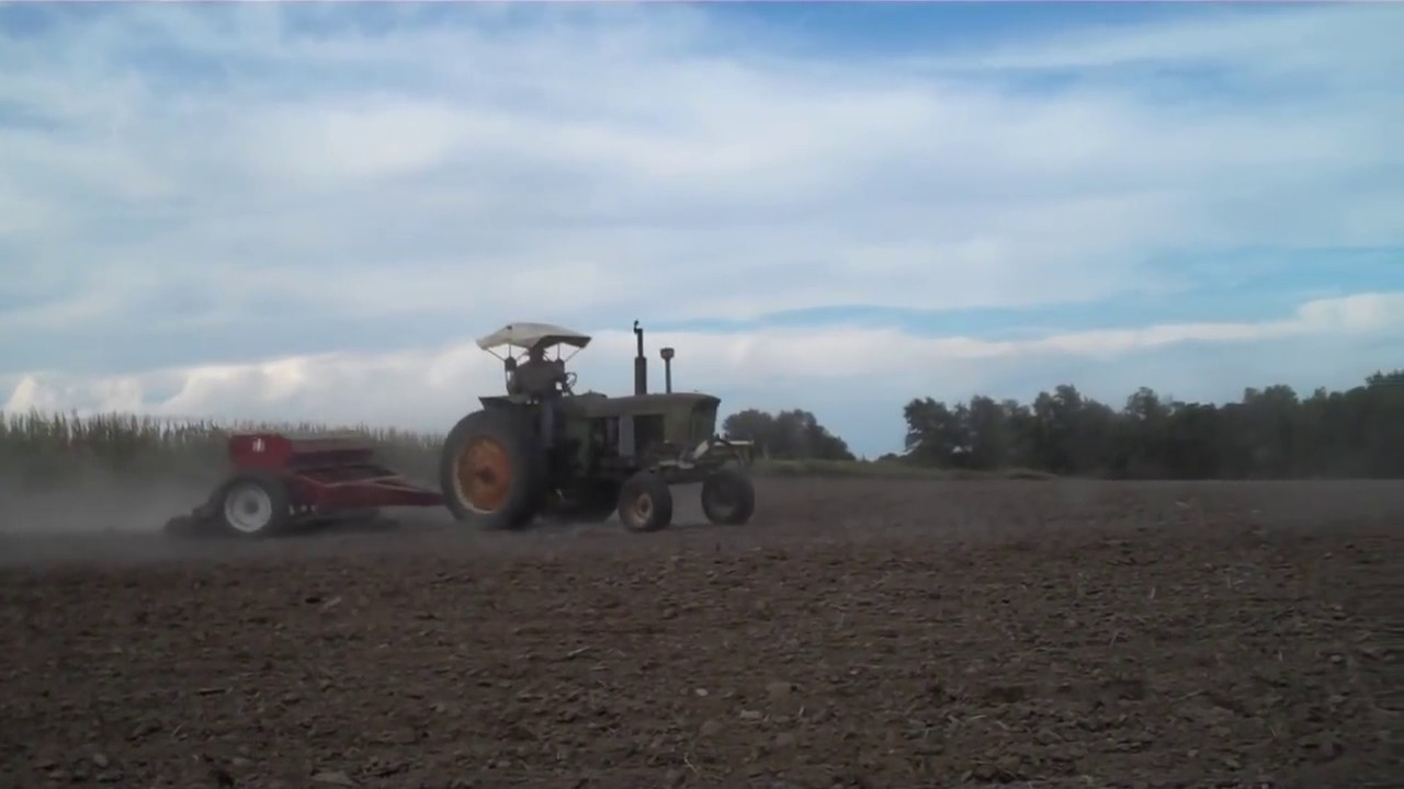 Drilling Seeding Wheat Jd 3010 And Ih 510 Drill Youtube 4020 24 Volt Wiring Diagram