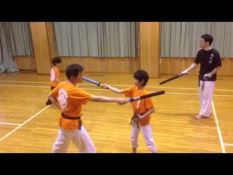 小太刀護身道型の練習中 - YouTu...