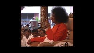 Prasanthi Mandir Bhajan....HE CHINMAYI SAI JANANI....