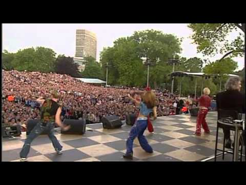S Club 7 - Don't stop movin' - Live @ Party at the palace 2002 HD