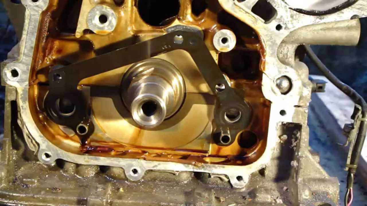 How to disassemble engine VVTi Toyota Part 19/31: Oil pump
