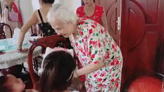 Được má chồng hôn thế này còn gì bằng   Ly Hai Minh Ha Family