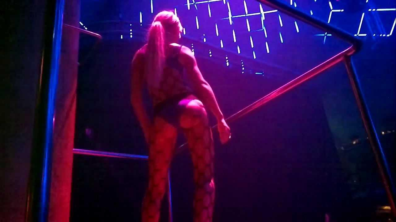 Paris Hilton dancing at Amnesia Club Ibiza 10 Aug 2011 - YouTube