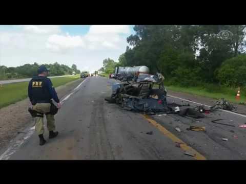 RS: Cinco pessoas morrem em acidente com sete veículos