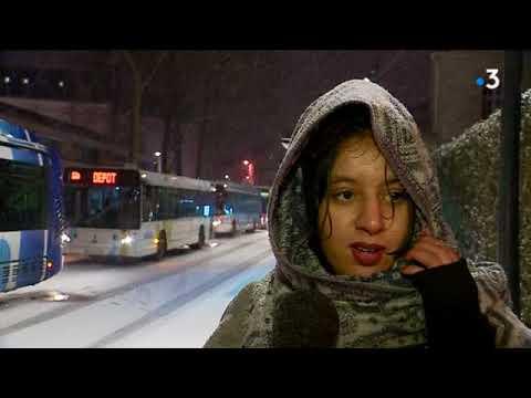 À Poitiers, la neige complique la vie des habitants